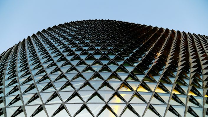 glass-building-1149726_1920